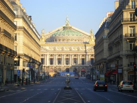 batiments-et-institutions-paris-france-1059168310-1179918