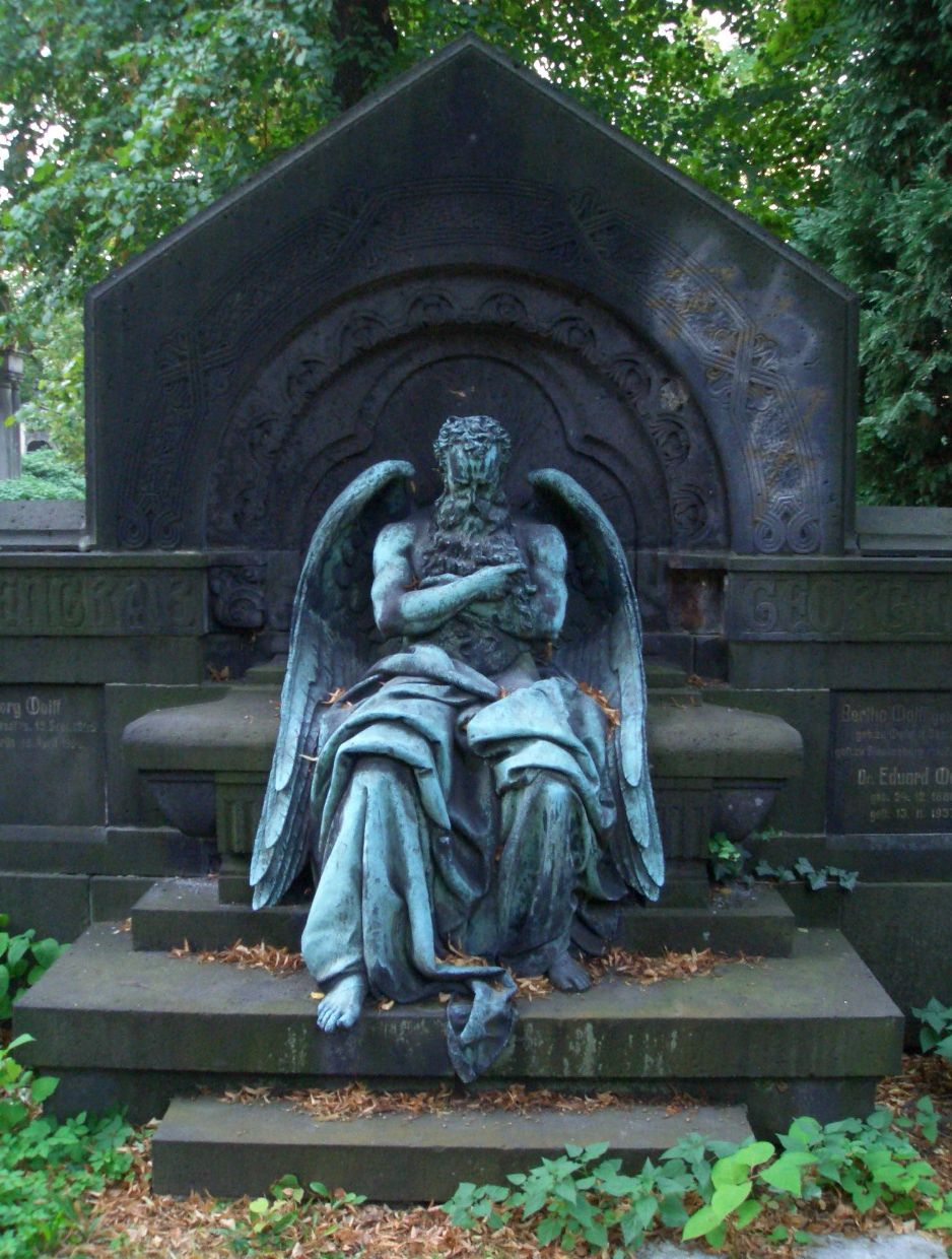 Chronos,sleeping_on_Wolff_grave-ME_fec