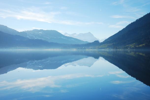 reflets-lac-montagne