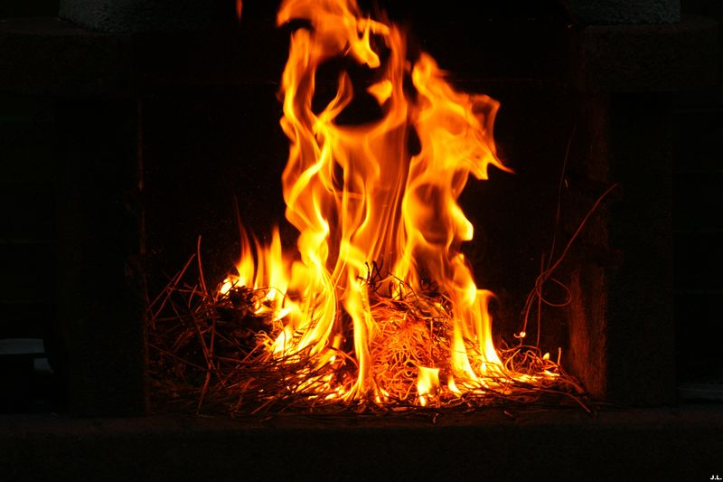 flamme essentielle andr pieyre de mandiargues. Black Bedroom Furniture Sets. Home Design Ideas