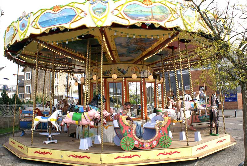 http://arbrealettres.files.wordpress.com/2011/04/manege.jpg