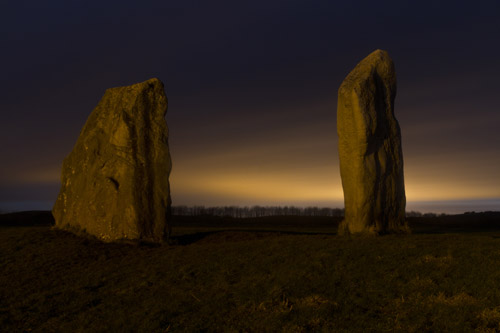 avebury cove stones night time