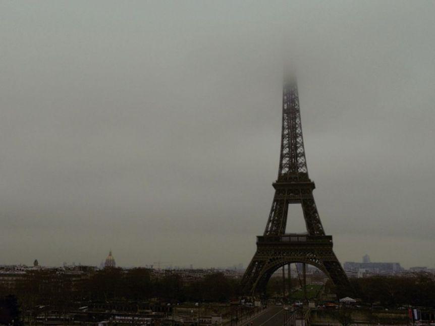 Tour Eiffel brume_  b [1280x768]
