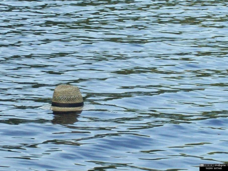 chapeau sur l'eau [1280x768]