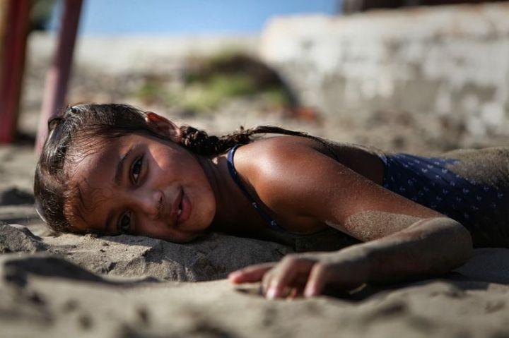 petite fille sable 5 [800x600]