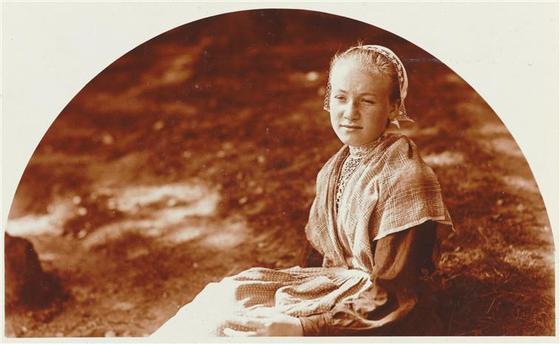 Charles Augustin Lhermitte  jeune fille bretonne
