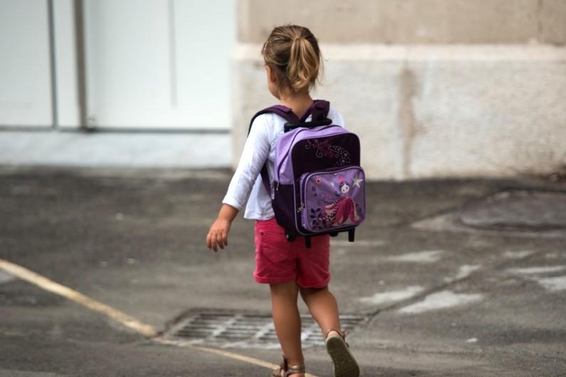 petite fille école