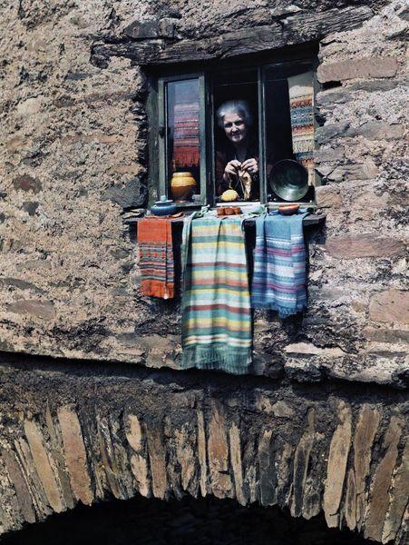 vieille à sa fenêtre 2 [800x600]