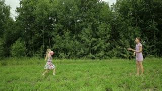 enfants-jouant-a-la-balle00